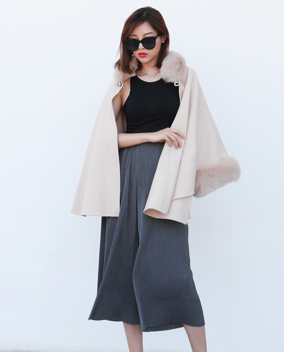 Cashmere Cape with Fox Fur Trim 827cc