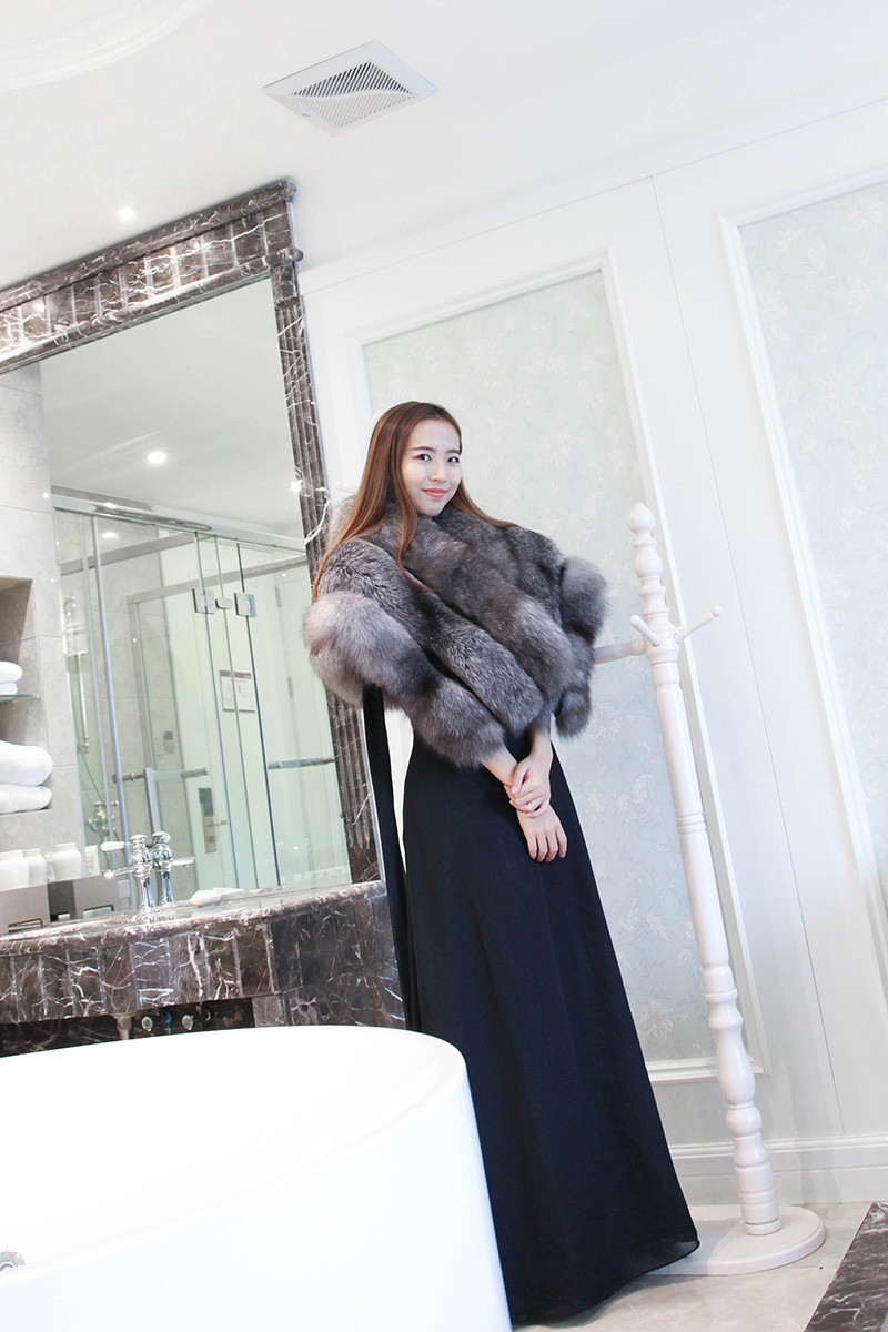Silver Blue Fox Fur Cape 910 Details 1