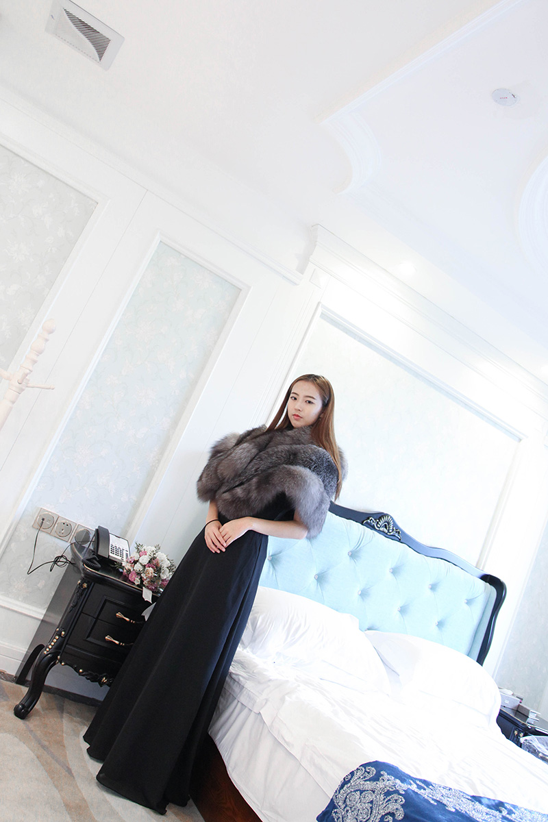 Silver Blue Fox Fur Cape 910 Details 4