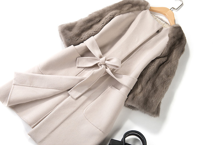 Woolen Coat with Mink Fur Trim 711 Details 1