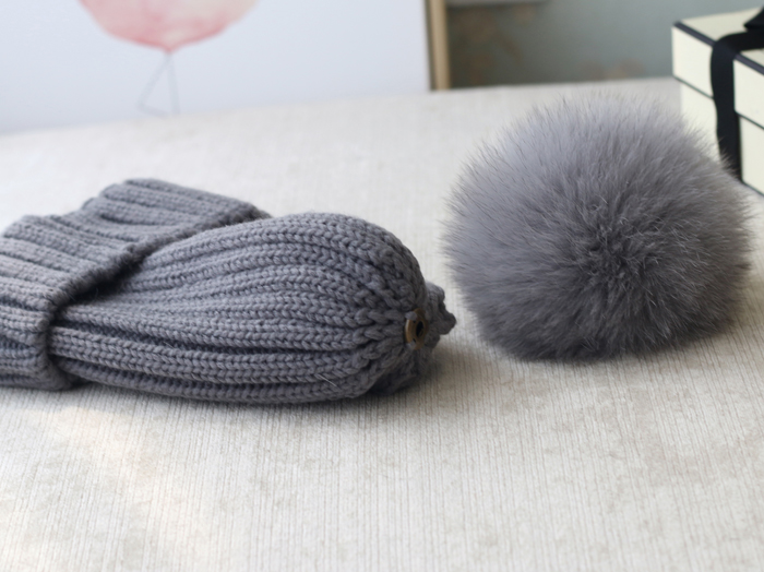 Wool Knitting Beanie Hat with Fox Fur Pompom 867 Details 4