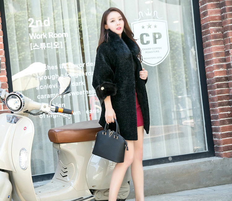 Shearling Lambwool Coat with Fox Fur Collar 735 Black Details 2