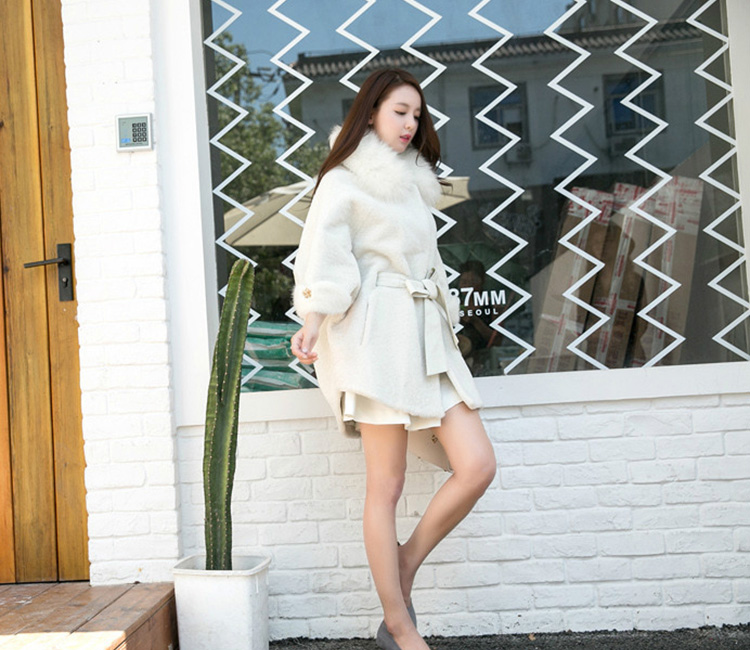 Shearling Lambwool Coat with Fox Fur Collar 735 White Details 2