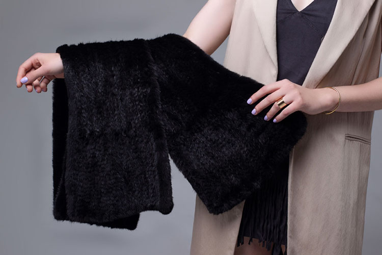 Knitted Mink Fur Shawl 685 Black Details