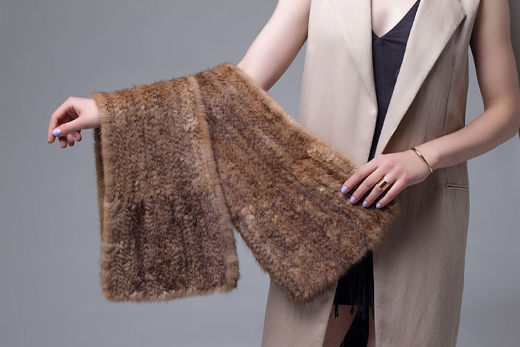 Knitted Mink Fur Shawl 685 Brown Details